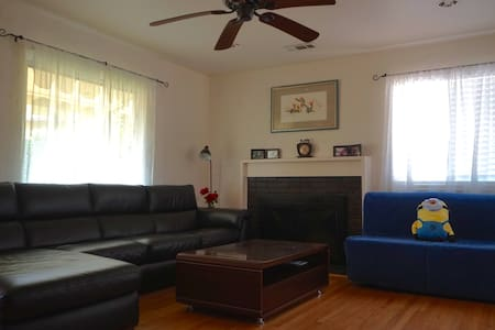 Spacious, clean private room in San Leandro - San Leandro - Casa
