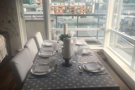 Bright top floor apartment in Wyckham Point - Apartment