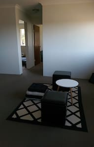 Friendly Bedroom in West Ryde (25-min to the city) - West Ryde - Apartment