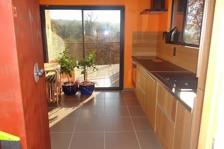 Maison calme et confortable - Causse-et-Diège - House