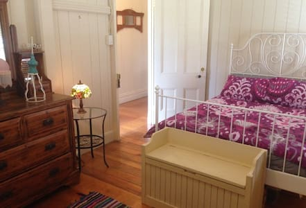 Double bedroom close to airport - Ascot - Bed & Breakfast
