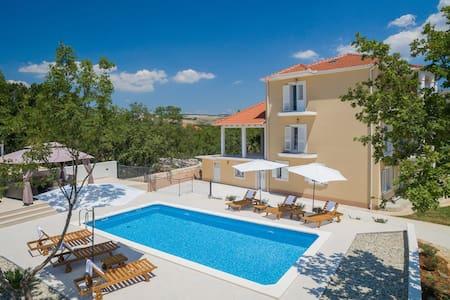 Villa la Plazza -LAST MINUTE PRICE SEPTEMBER 2016 - Casa