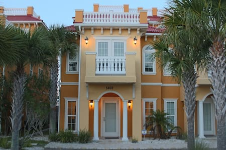 Gorgeous town home with Gulf views! - Sorház