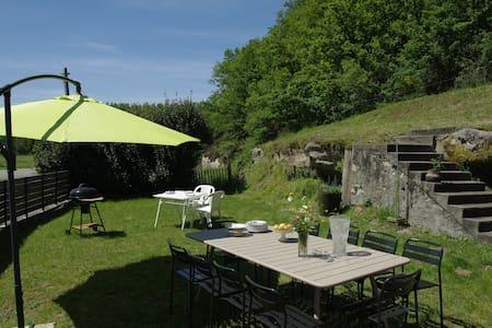 Grande maison, entre Lot et Corrèze - Curemonte - Hus