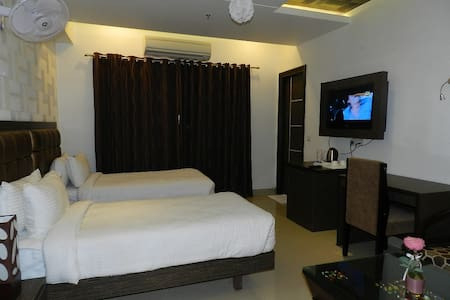 Luxurious stay in Indirapuram - Ghaziabad