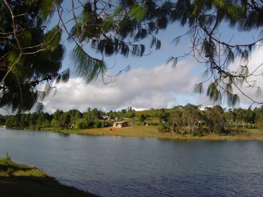 Coquette maison en bord du lac