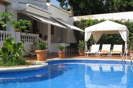 Lovely Villa with Pool by the beach - Calahonda - Huis