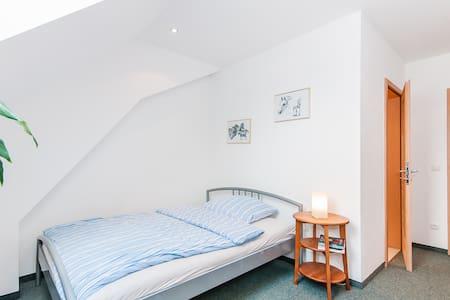 Gästezimmer idyllischer Pferdehof - Hus