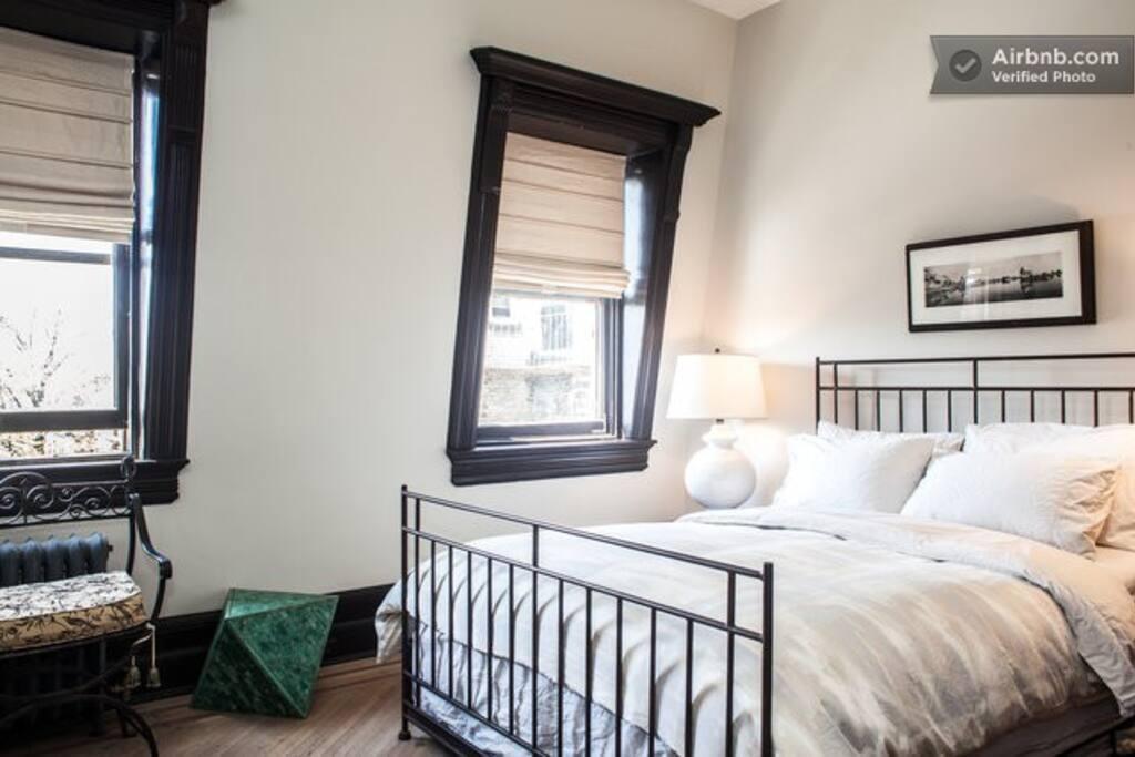 The Erhart - queen bed