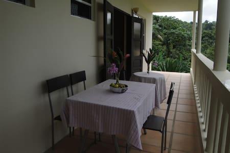 Hacienda Moyano - Apartemen