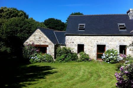 Maison de caractère Monts d'arrée - Haus
