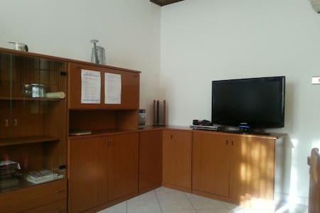 SISTEMAZIONE COMODA CARINA - Apartment