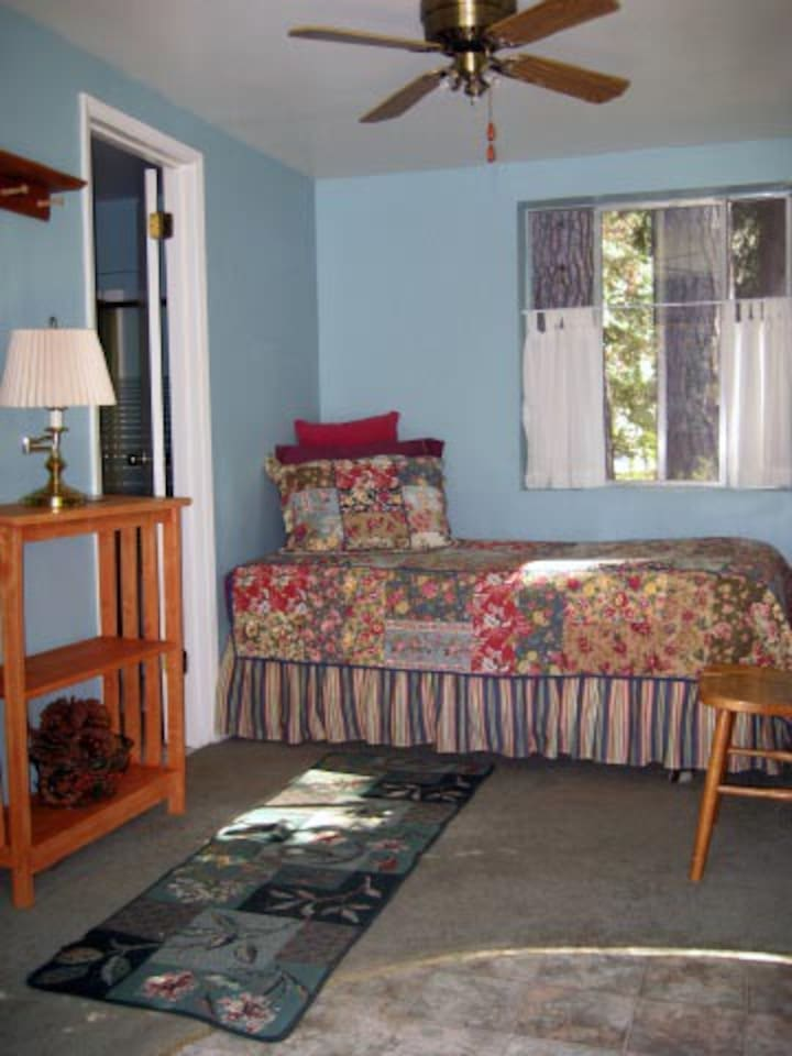 "Nevada City, Guest Room ""cottage"""