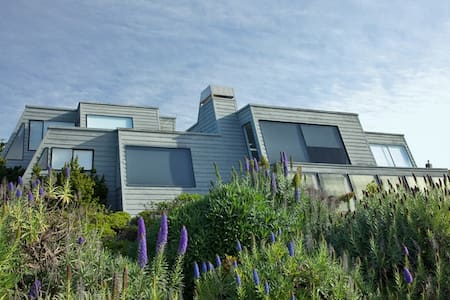 Pyramid House:  Ocean Views, Privacy, 3D Theater - Ház