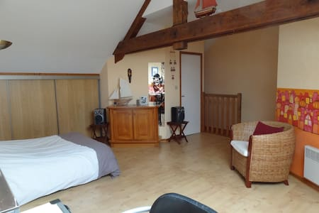 Room type: Private room Bed type: Pull-out Sofa Property type: House Accommodates: 2 Bedrooms: 1 Bathrooms: 1.5