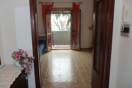 TRILOCALE A ROMA FINO A 6 PERSONE - Lägenhet