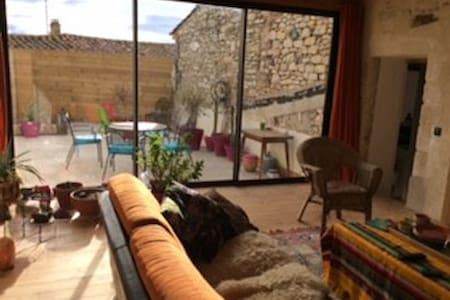 Maison de village T4 belle terrasse - Clarensac - Hus