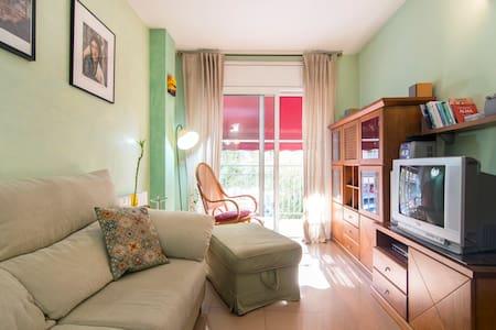 Apartamento muy tranquilo y soleado - Badalona - Apartamento