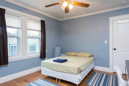 Room in renovated apartment (Full size bed) - Boston - Apartment