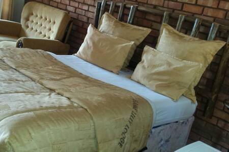 Flame Lilly  Lodge Shurugwi - Gweru - Bed & Breakfast