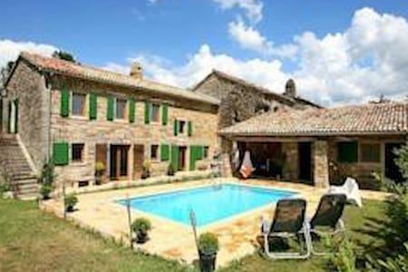 Beautiful villa with swimming pool - Buzet