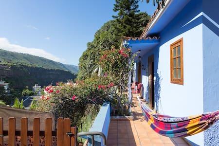 The Paradise Corner House & Garden - San Marcos - Casa