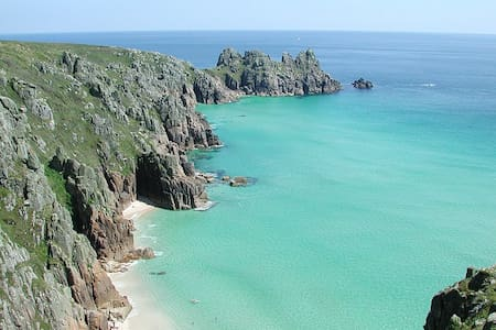 Sunny room beautiful cornwall - Porthcurno