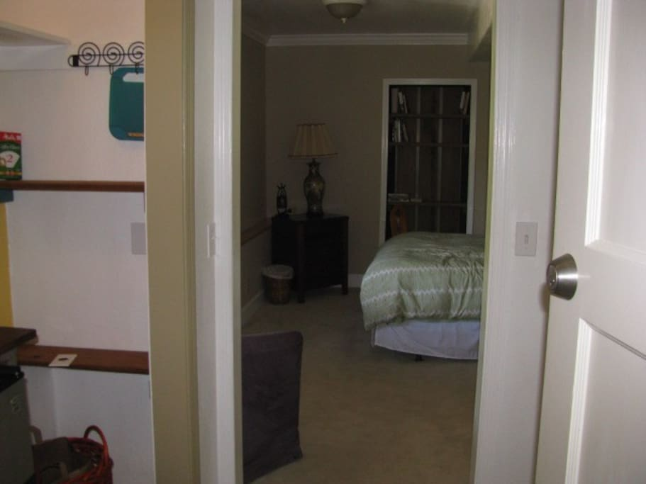 Walk Downtown/Pets Welcome/Private