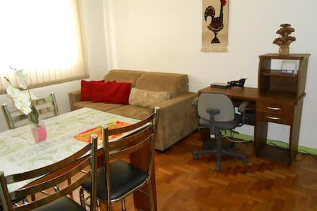ACONCHEGANTE APARTAMENTO UAI !!! - Belo Horizonte - Lägenhet