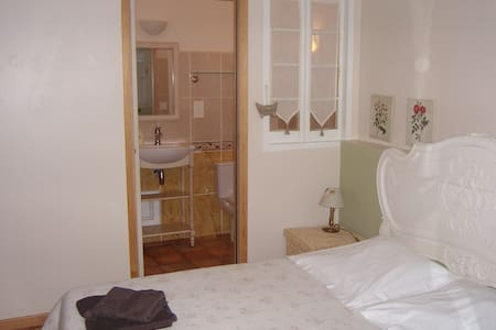 Room type: Private room Property type: Bed & Breakfast Accommodates: 5 Bedrooms: 1 Bathrooms: 1