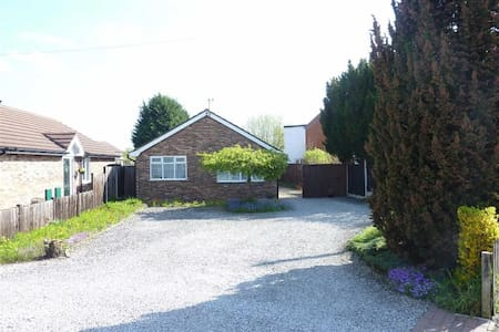 Eastern Heights - Charming Detached Bungalow - Willaston - Bungalow