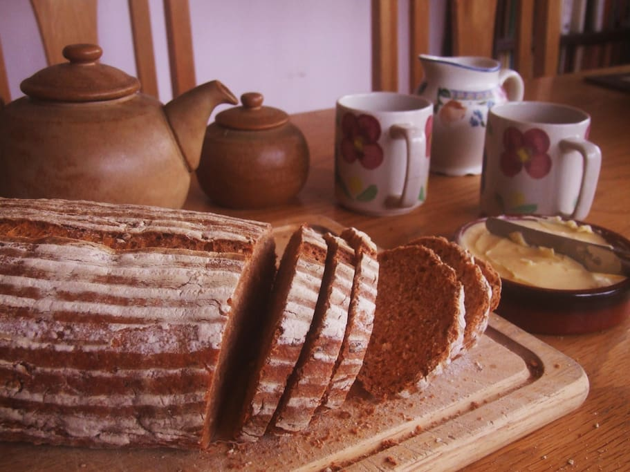 We welcome you with freshly homemade bread and a cup of tea!