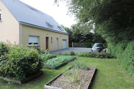 Chambre dans maison à la campagne - Haus