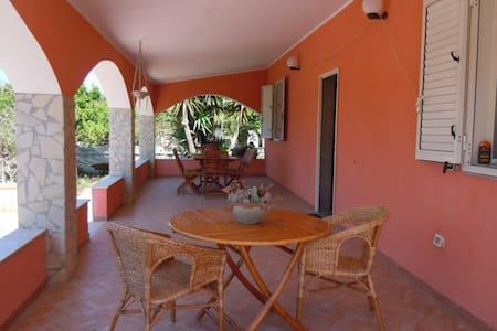 Villa Rossa elegante pieno relax  - House