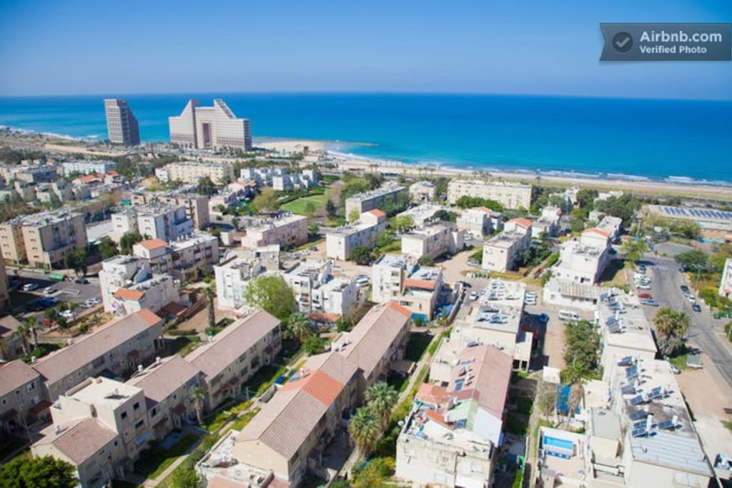 Walking distance to the beach (10 min)