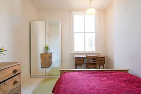 Comfy double in beautiful home - Manchester