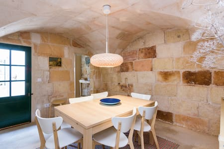 The house is located at the heart of the historical centre of Ciutadella amidst the palaces, baroque churches, the fish market and the paved small streets. It provides your perfect lodging to discover Minorca in a comfortable yet traditional setup.