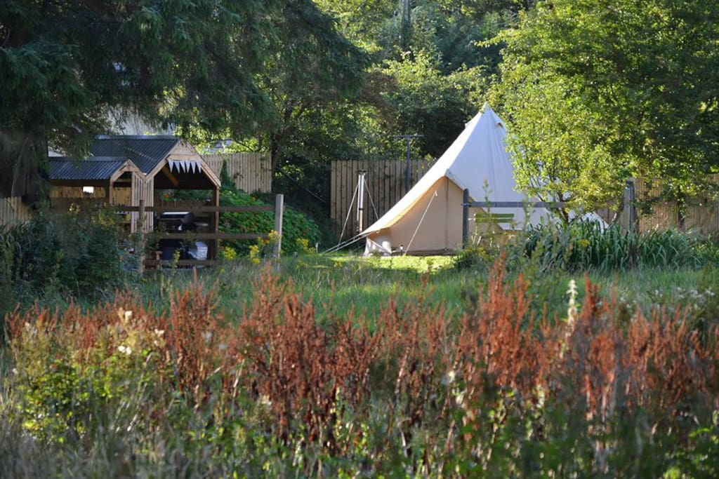 Even though you are less than 1 mile from Killarney's Town Centre the Bell Tents are in a countryside setting with rolling meadows, wandering horses and the Flesk River providing the views.