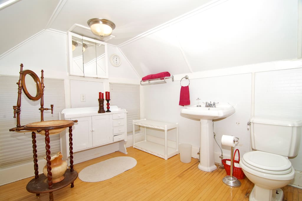 Private guest bathroom.