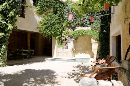 Apartment near avignon bikes garden & bathing pool - Dom