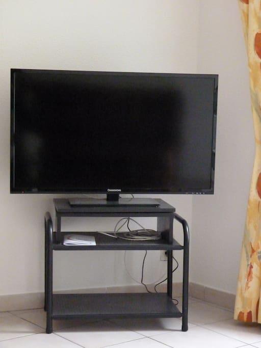 télévision 102 cm