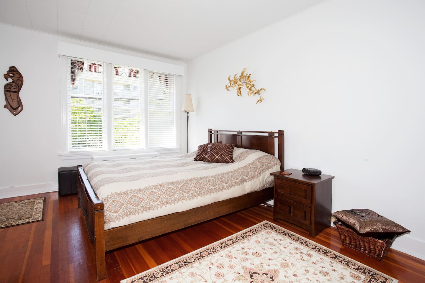 A very comfortable queen sized bed with hypo-allergenic comforter and pillows.