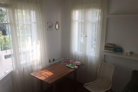 Comfy Bedroom on an Island  - İstanbul - Leilighet
