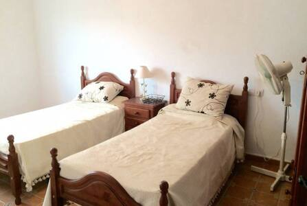 Large double bedroom - El Saucejo - Casa