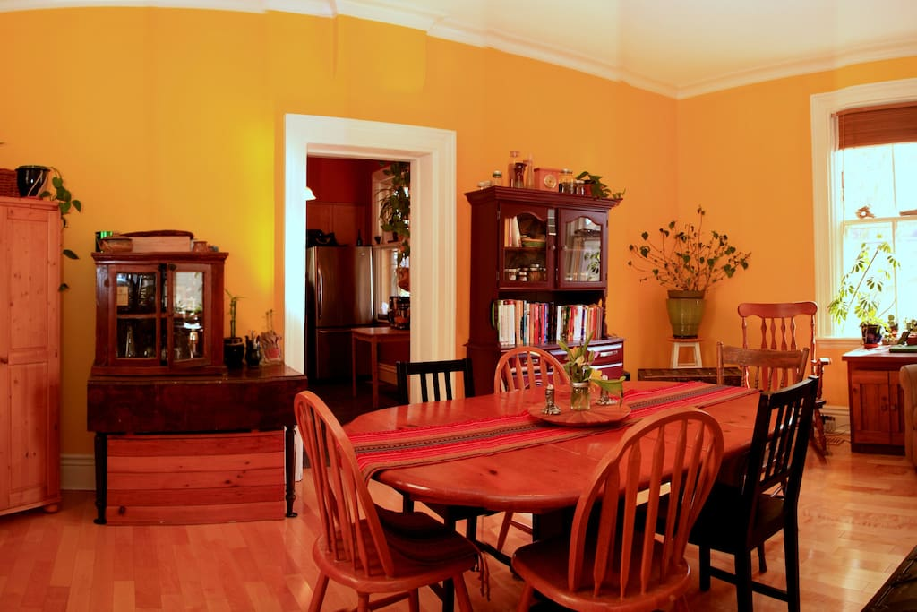 Dining Room - Birch Hardwood Floor, Crown Moulding and Reading Nook