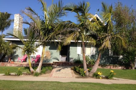Cozy Beach Bungalow in HB#2!