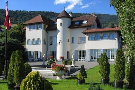 Suite à Villars-Burquin - Yverdon - Villars-Burquin - Bed & Breakfast