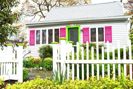 2 Bedrm Cozy Charmer, Steps To Bay - House