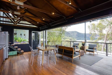 Oscar's View - Hawkesbury River Accommodation - Island