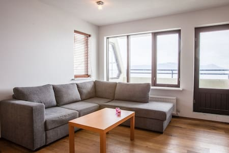 Bright, spacious apartment with a fantastic view - Seltjarnarnes - Appartement